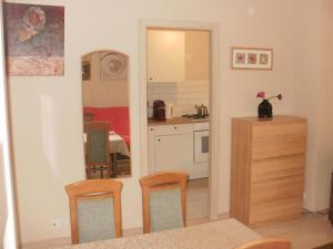 A kitchen or kitchenette at Apartament Zacisze