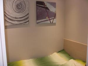A bed or beds in a room at Apartament Zacisze