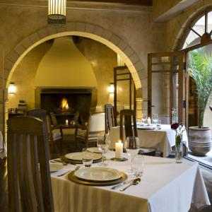 A restaurant or other place to eat at Riad Chbanate