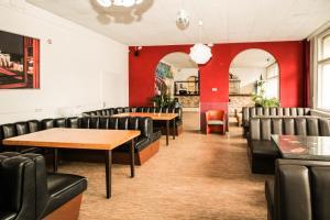 Ein Restaurant oder anderes Speiselokal in der Unterkunft Metropol Hostel Berlin
