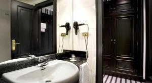 A bathroom at Hotel Clarin