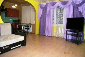 Телевизор и/или развлекательный центр в Apartment on Maksimovskogo
