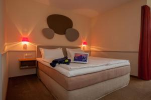 A bed or beds in a room at Landhotel Broda
