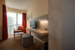A television and/or entertainment center at Landhotel Broda