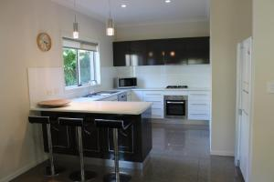 A kitchen or kitchenette at Sawtell Swells