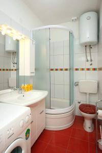Koupelna v ubytování Apartments with a parking space Bol, Brac - 4658