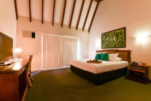 A bed or beds in a room at Sanno Marracoonda Perth Airport Hotel