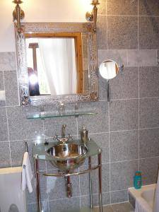 A bathroom at Hotel-Park-Residenz