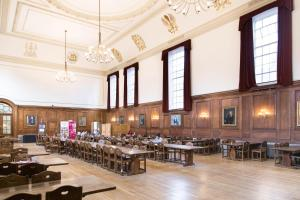 A restaurant or other place to eat at Goodenough College – University Residence