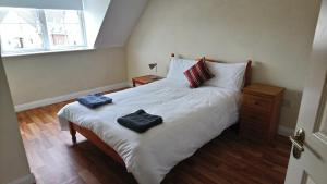 A bed or beds in a room at Cathedral Court