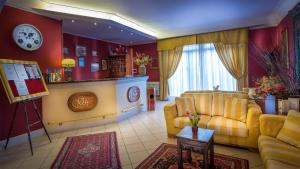 The lobby or reception area at Greta Rooms Hotel