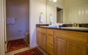 A bathroom at Tuscany Hills Villa