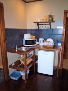 A kitchen or kitchenette at Castaways Apollo Bay