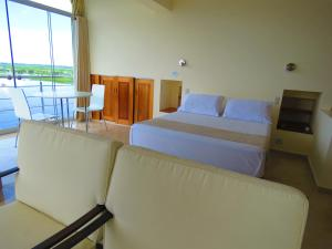 A bed or beds in a room at Boulevard 251 Riverside Apartments