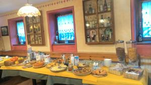 Breakfast options available to guests at Casa Vacanze Ca' De Val
