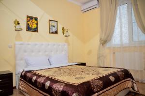 A bed or beds in a room at Hotel Aleksandriya-Domodedovo