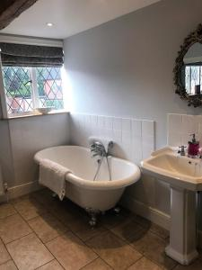 A bathroom at Eagle House