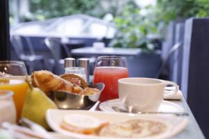 Breakfast options available to guests at Hôtel Paris Bastille Boutet - MGallery