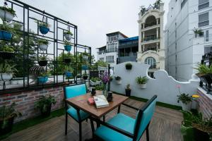 The swimming pool at or close to Hanoi La Selva Hotel