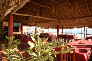 A restaurant or other place to eat at Cabañas El Cielito