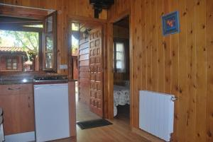 A kitchen or kitchenette at Bungalows Costa San Juan