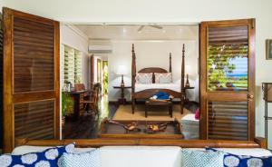 A bed or beds in a room at Round Hill Hotel & Villas