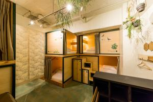 A bathroom at Gallery stay in Asakusa - GUEST HOUSE DENCHI