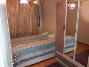Cama ou camas em um quarto em Apartment on Gadzhibekova 27