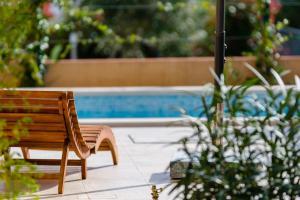 The swimming pool at or near Vila Mimoza
