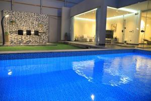 المسبح في Riyadh Inn أو بالجوار