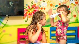 الأطفال المقيمون في Hawaii Riviera Aqua Park Resort - Families and Couples Only