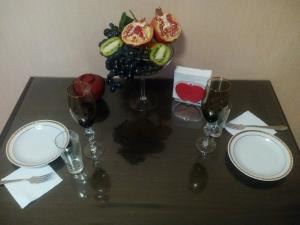 A restaurant or other place to eat at Apartment on Strel'nikova