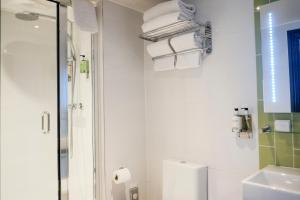 A bathroom at The Wellington Hotel
