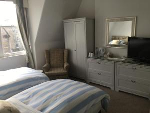 A bed or beds in a room at Doune Guest House