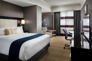 A bed or beds in a room at Loews Boston Hotel