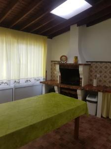 A kitchen or kitchenette at Casa da Nascente