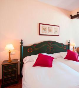 A bed or beds in a room at Vincci Selección Rumaykiyya