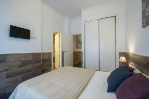 A bed or beds in a room at Flatsforyou Turia