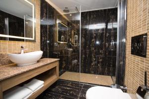 A bathroom at Active Başaran Business Hotel
