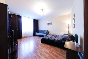A bed or beds in a room at Apartment in Center on Malysheva