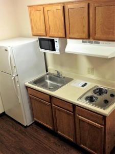 A kitchen or kitchenette at Inland Suites Winchester
