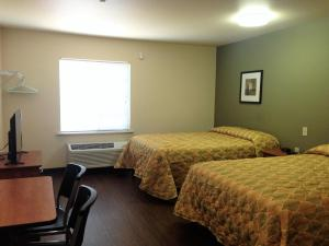 A bed or beds in a room at Inland Suites Winchester