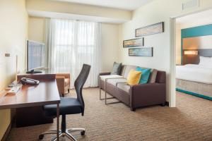 A seating area at Residence Inn by Marriott Orlando Downtown