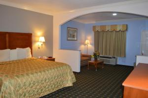 A bed or beds in a room at Memory Lane Inn & Suites Memphis