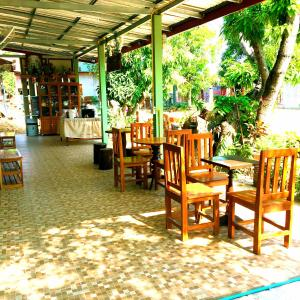A restaurant or other place to eat at Smilingface guesthouse