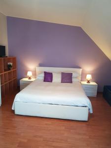 A bed or beds in a room at BB Casa Aramis Navigli & parcheggio incluso