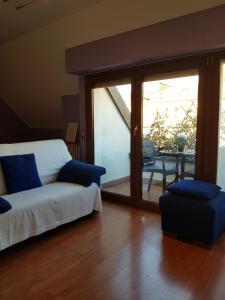 Area soggiorno di Casa Aramis House & parcheggio gratis zona Navigli metro Porta Genova