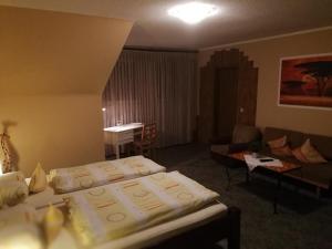 Ein Bett oder Betten in einem Zimmer der Unterkunft Gasthof Müller
