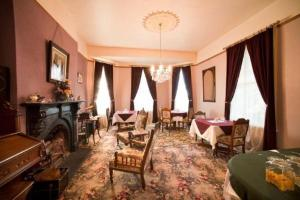 A restaurant or other place to eat at Westella Colonial B&B Accommodation