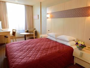A bed or beds in a room at Heian No Mori Kyoto